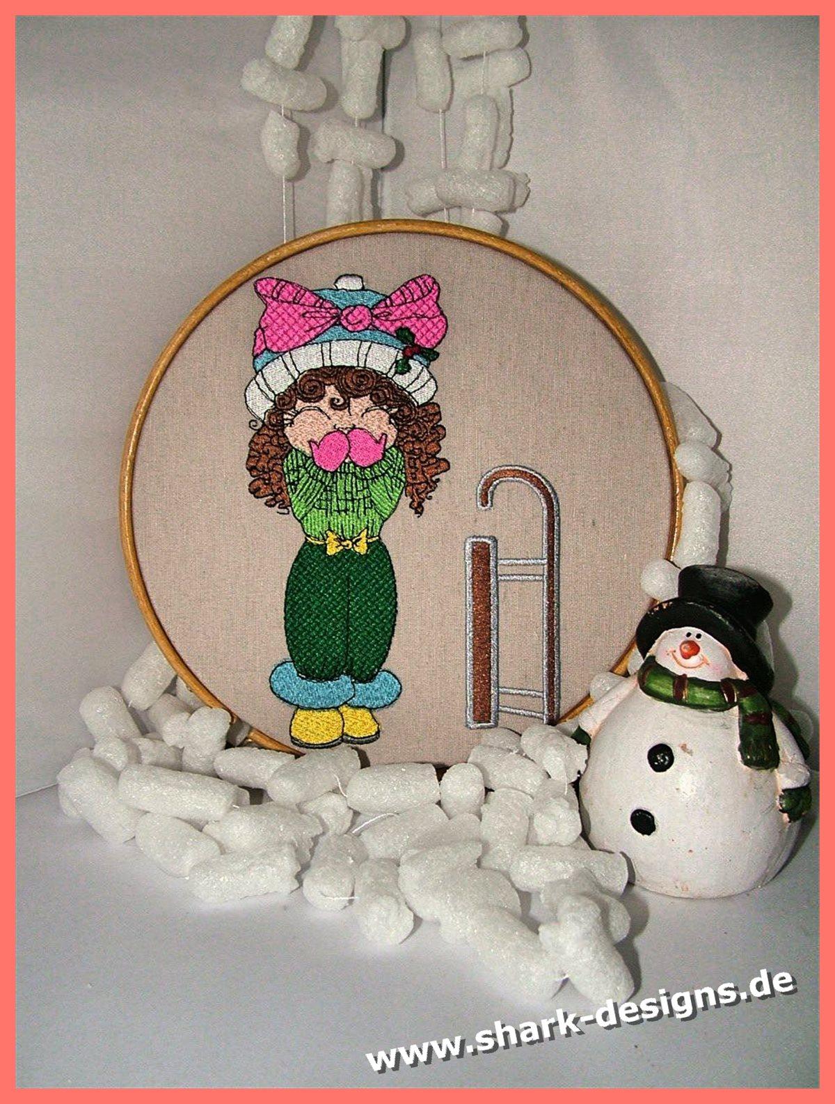 Snow Doll Missy Srtickdatei einer süßen Puppe mit Schlitten